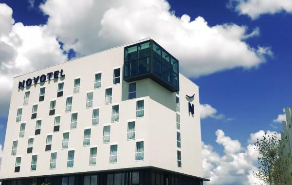 Trois Hôtels – Orly